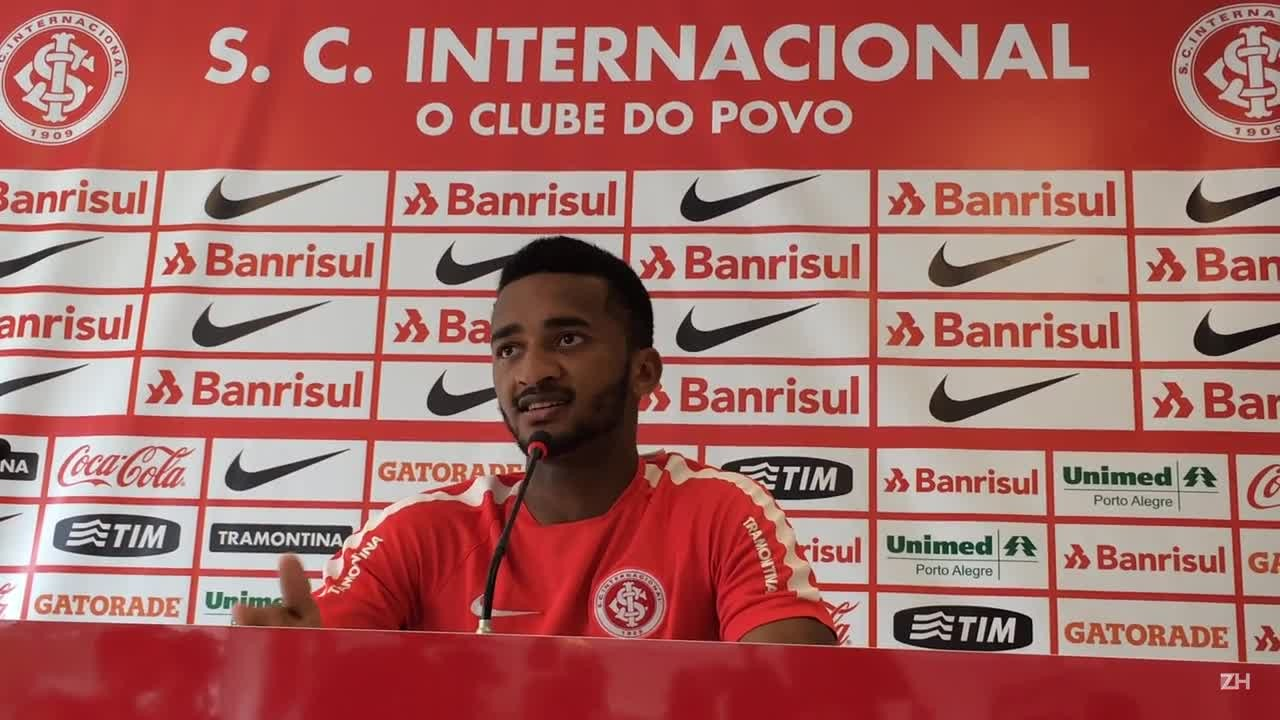 """Lateral Artur confessa: \""""Vamos dar uma secadinha no São Paulo para conseguir a vaga\"""""""