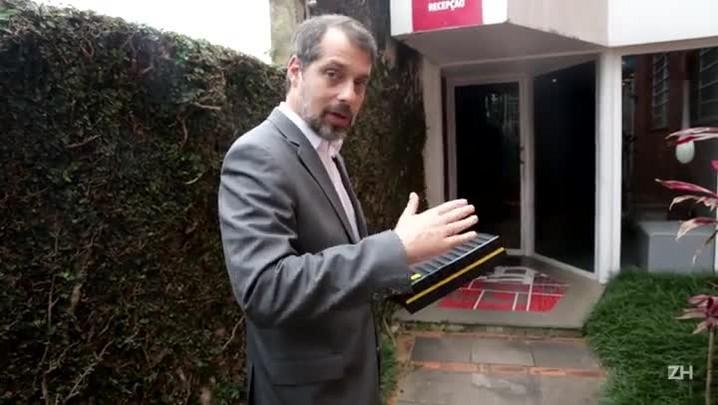 Tulio Milman entrega primeiro tablet de ZH