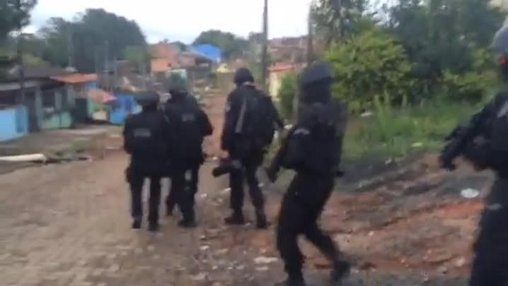 Veja imagens da operação policial que combate o tráfico em Alvorada