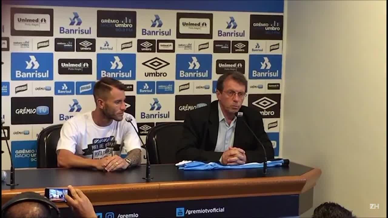 Gata Fernández é apresentado com a camisa 10