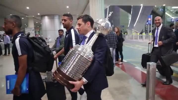 Delegação do Grêmio desembarca nos Emirados Árabes