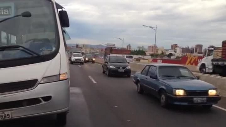 Micro-ônibus que perdeu roda na BR-116 estava com documentação irregular - 02/01/2014
