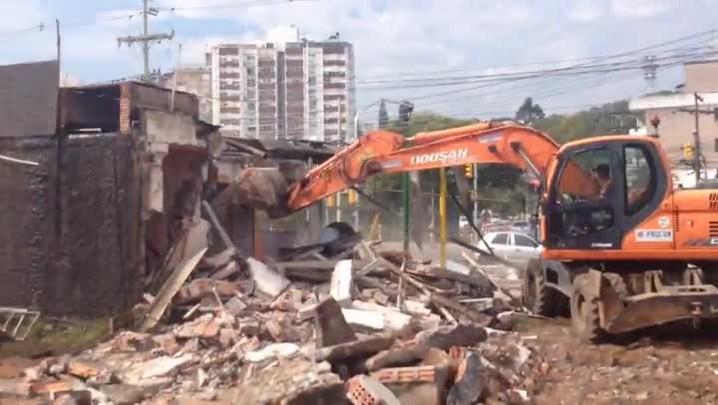 Área onde funcionava Mek Aurio deve ser limpa até quarta-feira. 06/05/2014