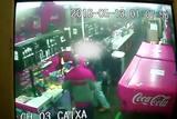 C�meras registram assalto em lancheria de Santa Maria
