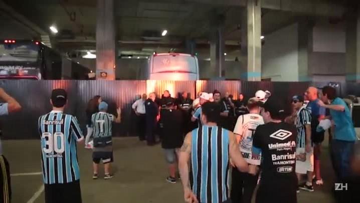Gremistas protestam após derrota na Arena