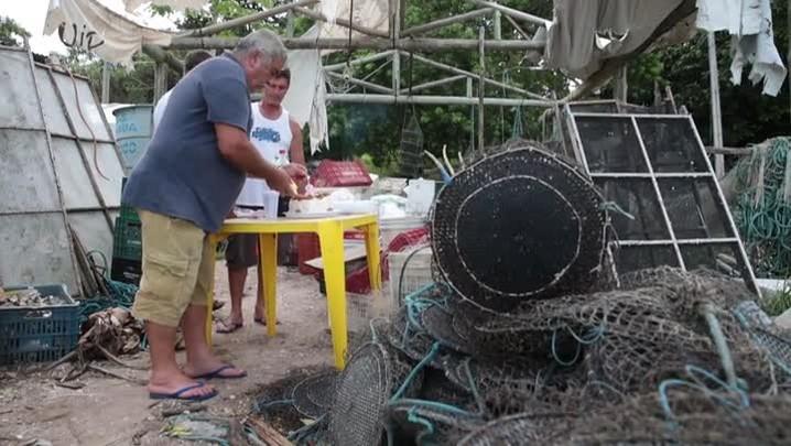Pescadores esperam há três anos por reconstrução de ranchos queimados
