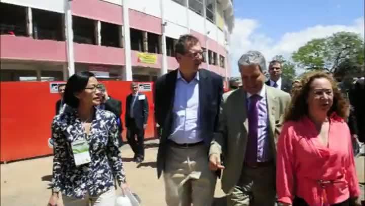 Secretário-geral da Fifa confere obras do Beira-Rio