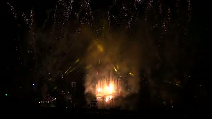 Natal Luz: Nativitaten une acrobacia, fogo e dança nas águas