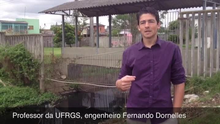 Engenheiro da UFRGS aponta falta de limpeza e acúmulo de lixo como causas dos alagamentos na zona norte. 29/11/2013