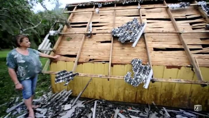 Casa fica completamente destelhada após temporal em Cidreira