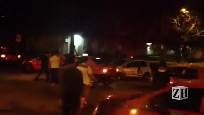 Taxistas bloqueiam avenida da Capital durante protesto