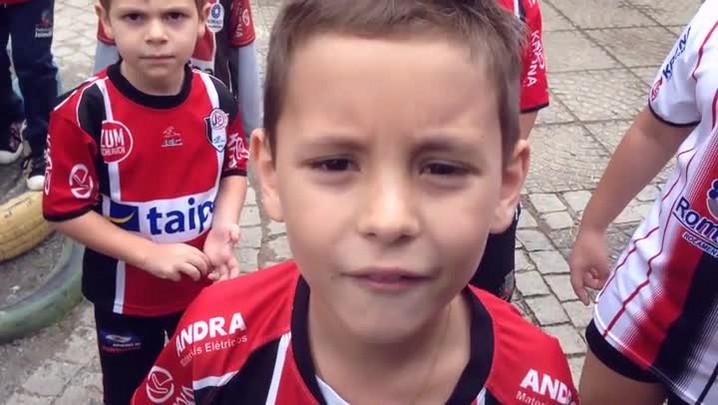 Crianças que nunca viram o JEC ganhar o Catarinense querem soltar o grito de campeão