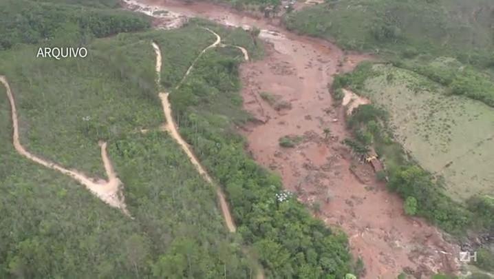 Samarco retira equipes após vazamento em barragem