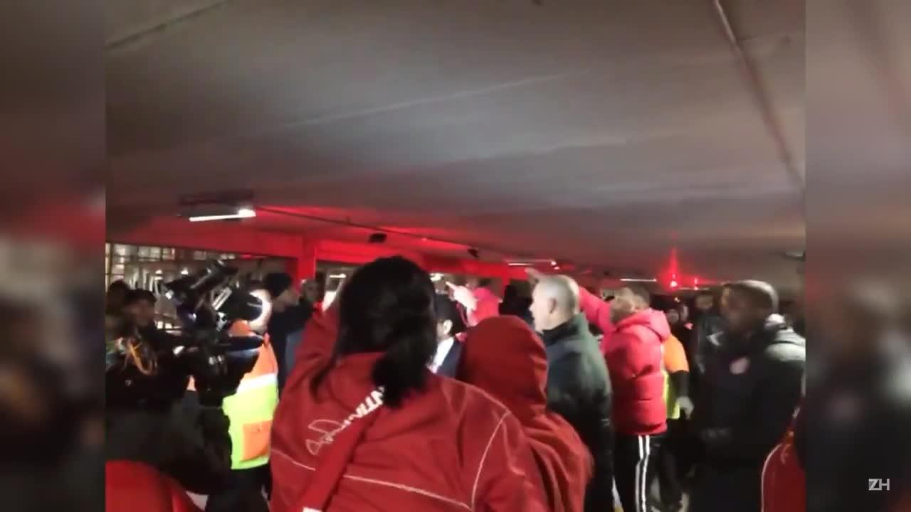 Torcedores colorados entram em confronto com seguranças do Inter