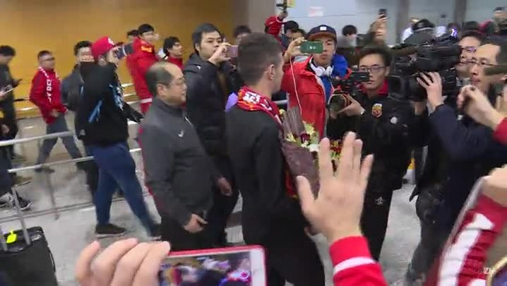 Oscar é recebido com festa em Xangai