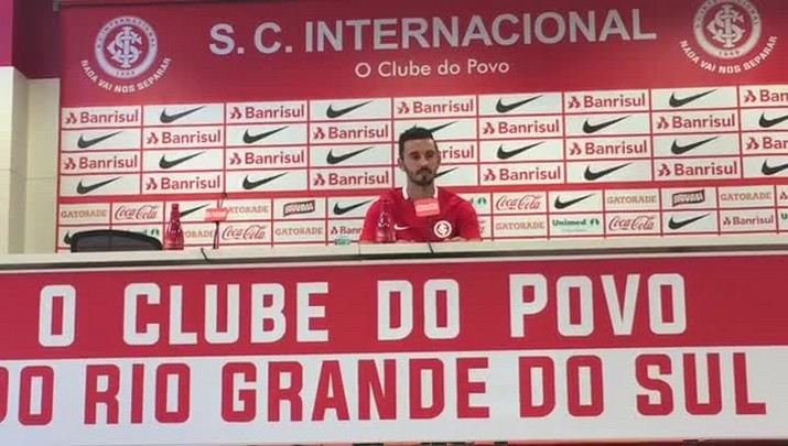 Inter apresenta o lateral Uendel