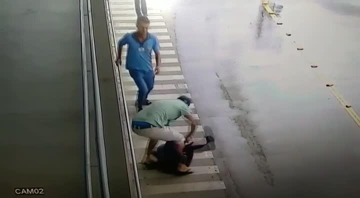 IMAGENS FORTES: homem esfaqueou ex-companheira em São Bento do Sul