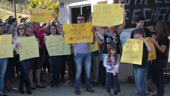 Moradores de São Pedro de Alcântara se mobilizam contra o fechamento do Hospital Santa Tereza