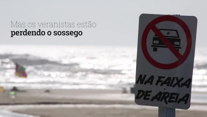 Carros invadem faixa de areia em Arroio Teixeira