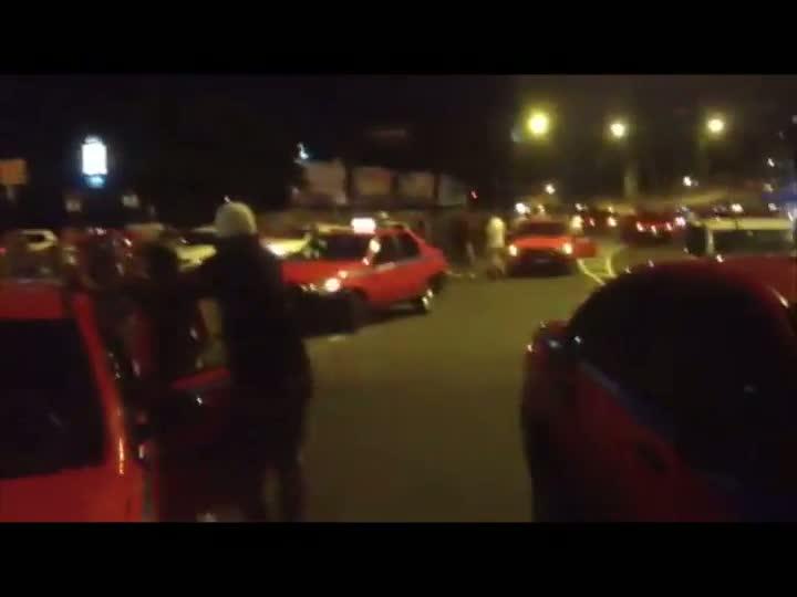 Taxistas fazem protesto na saída da capital - 31/03/2013