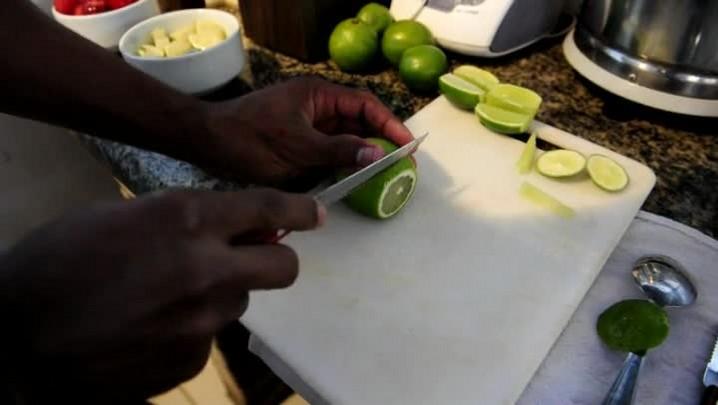 Confira as dicas para acertar a caipirinha de limão