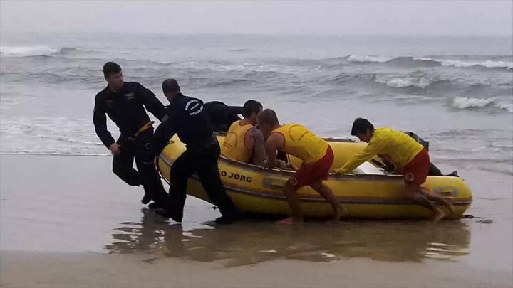 Corpo de Bombeiros resgata turista na Lagoinha do Leste