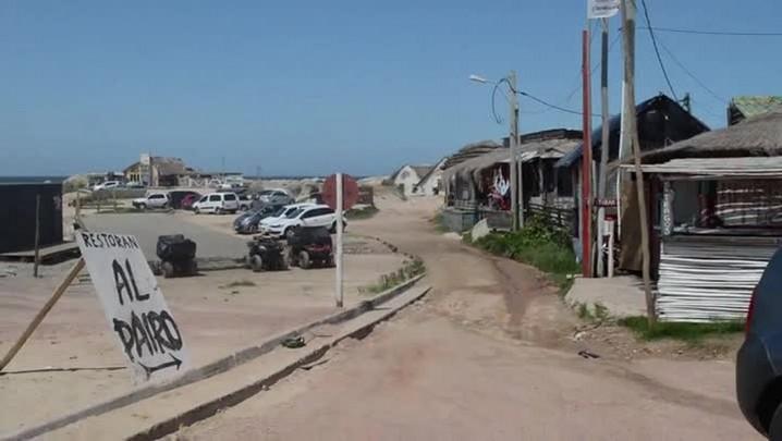 """Mesmo impedidos de comprar droga, turistas procuram \""""praias da maconha\"""" no Uruguai - 15/04/2014"""