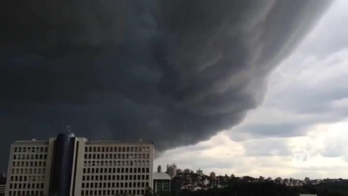 Leitor registra passagem de nuvem antes de tempestade