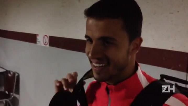"""Nilmar comemora dois gols: \""""Infelicidade do goleiro, sorte minha\"""""""