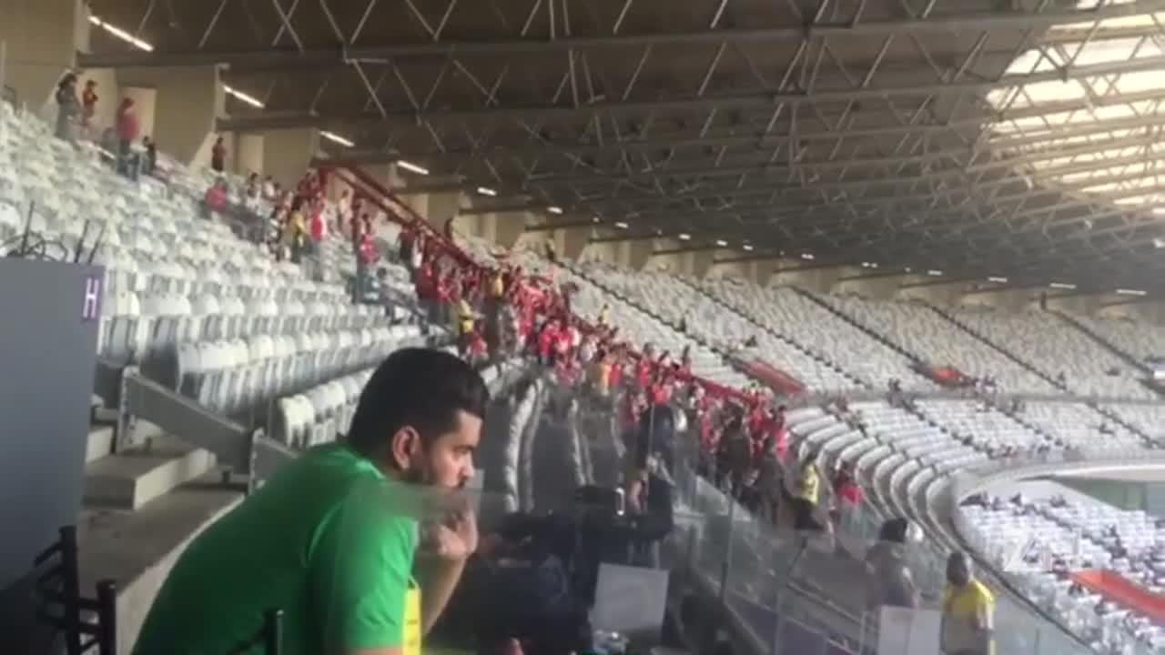Torcida do Inter faz barulho no Mineirão