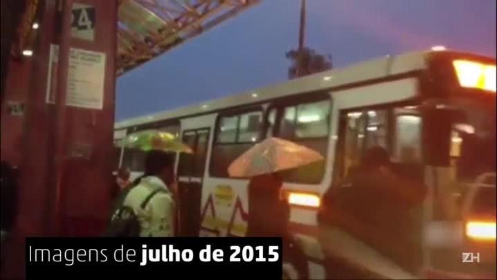 Depois de nove meses, Terminal da Assis Brasil segue destelhado