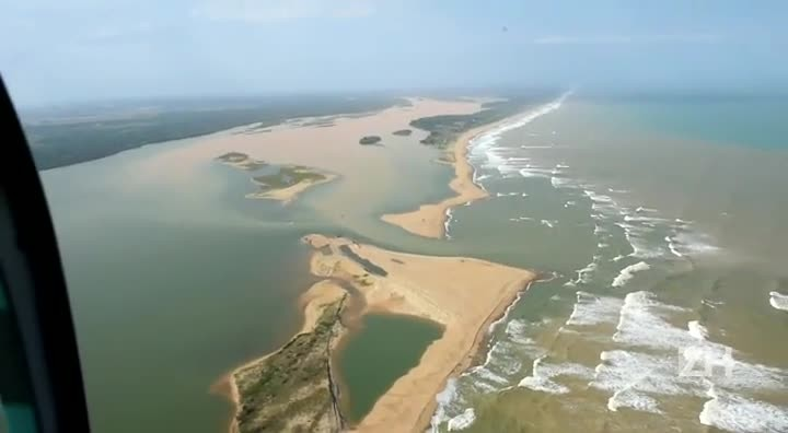 Imagens mostram chegada da lama ao mar no Espírito Santo