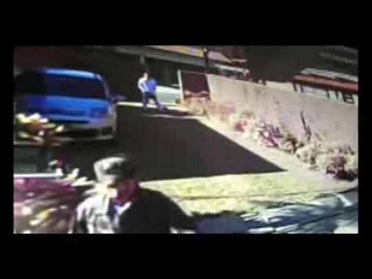 Grupo vestido com jaleco branco e uniforme do Exército assalta casa em Joinville