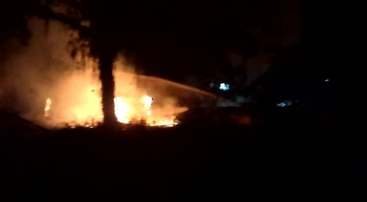 Incêndio destrói casa no bairro Anita Garibaldi em Joinville