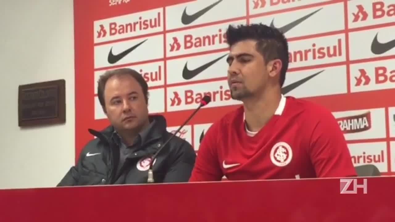 Leandro Almeida é apresentado pelo Inter