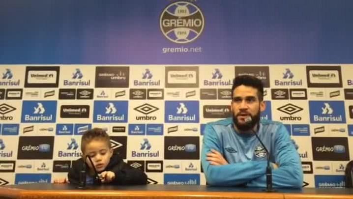 Ao lado do filho, Marcelo Oliveira comenta a disputa no topo da tabela