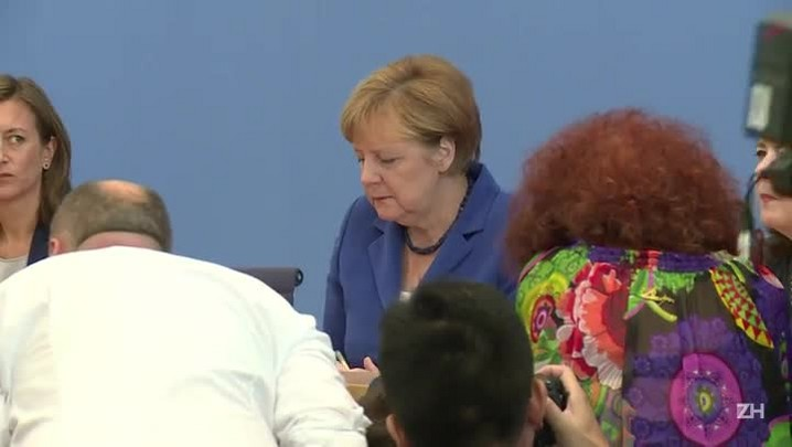 Merkel volta a defender política sobre os refugiados
