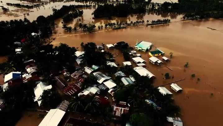 Tempestade tropical mata mais de cem nas Filipinas