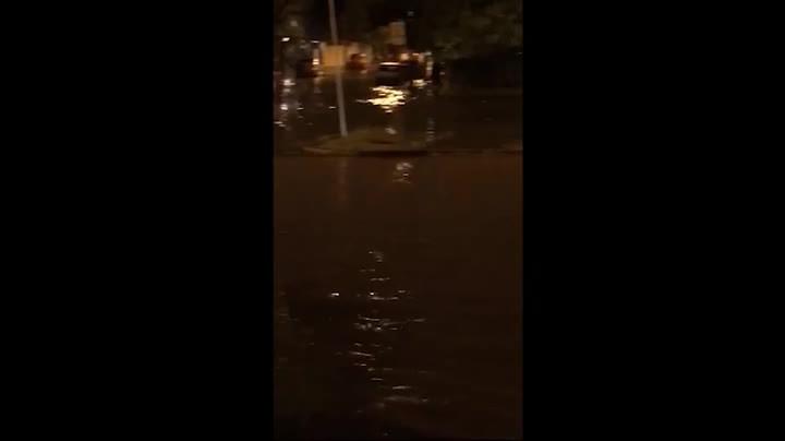 Chuva causa alagamentos em Porto Alegre