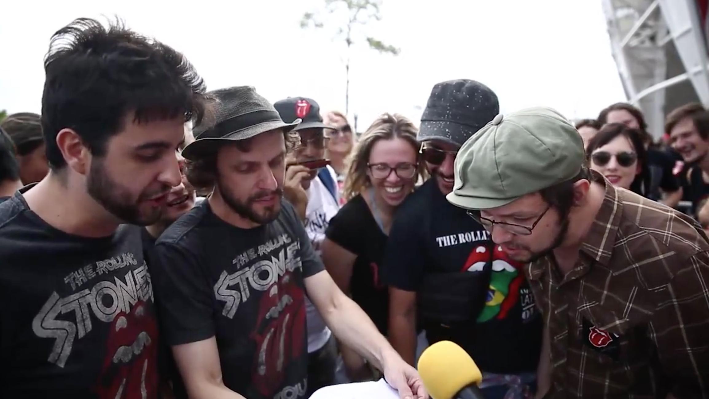 Karaokê dos Stones: fãs cantam Satisfação